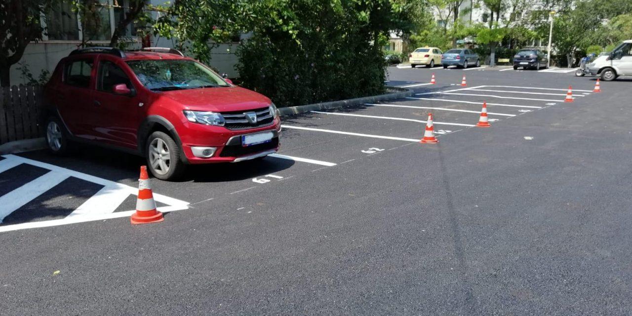 Primăria cedează și anunță că șoferii vor putea parca gratuit primele 30 de minute