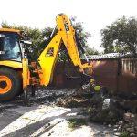 Primăria continuă demolarea garajelor. Au început lucrările pentru parcarea de pe strada Pandurului