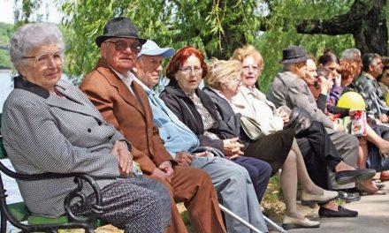 PSD introduce o lege prin care copiii vor fi obligați să le plătească părinților pensie de întreținere la bătrânețe