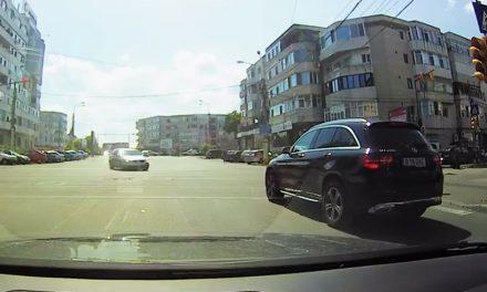 VIDEO. Pericol pe șosele! Meltean cu Merțan, filmat trecând pe roșu la un semafor din Constanța