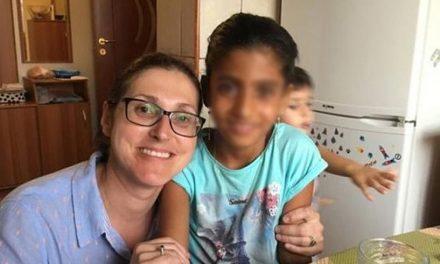 Sorina, fetița din Baia de Aramă adoptată de un cuplu din SUA, a părăsit România