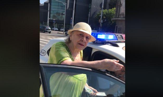 VIDEO. Bătrânică de 81 de ani, amendată de polițiști pentru că nu a grăbit pasul pe trecerea de pietoni