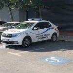 """Polițiști locali, parcare pe locul destinat persoanelor cu dizabilități. """"Au parcat exact unde le este locul! Nesimtiți!"""""""