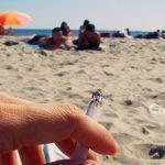 Ghid pentru turiști. Cum să lași chiștoace și ambalaje pe plajă fără ca cineva să te observe