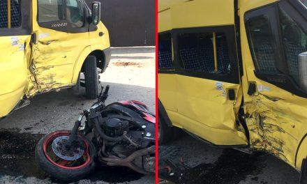 Un motocilist fără permis a intrat într-un microbuz de transport persoane