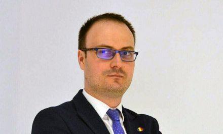 Fără studii superioare, Cumpănașu a câștigat un post de expert media într-o instituție publică