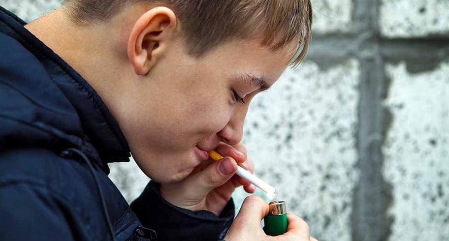 O învățătoare a strâns câte 100 euro de elev ca să facă separeuri pentru fumători în clasă
