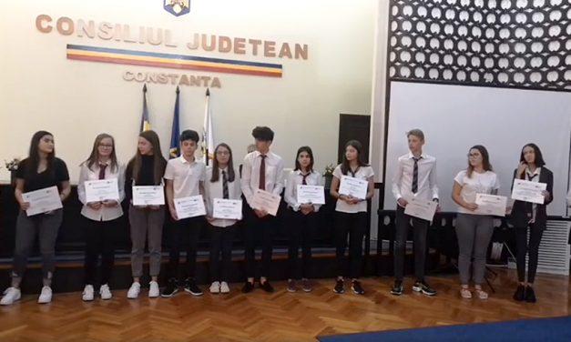 Elevii de 10 ai Constanței, premiați cu bani pentru rezultate deosebite