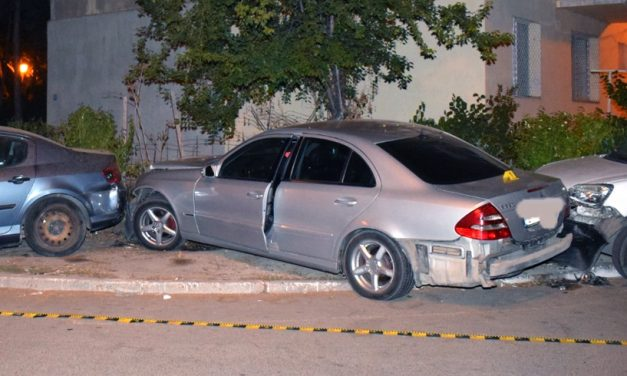 Urmărire cu focuri de armă în Constanța. Polițiștii au gonit după o mașină furată, condusă de un tânăr fără permis