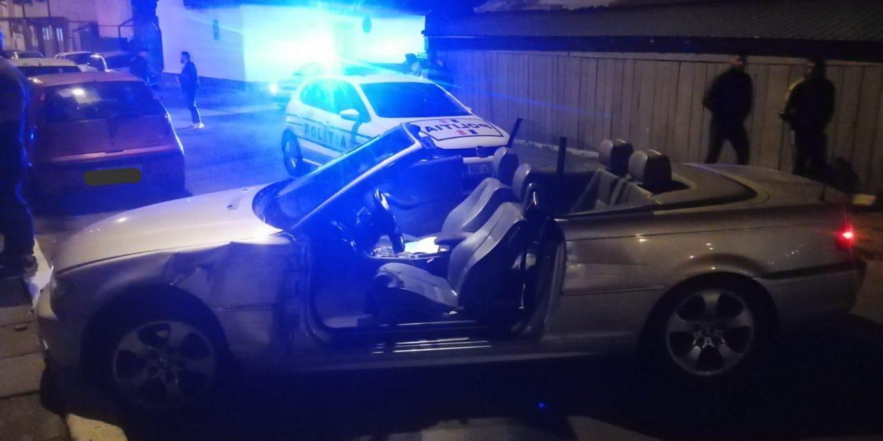 Prăpăd pe o stradă din Constanța. Un șofer cu BMW decapotabil a lovit 8 mașini și a fugit