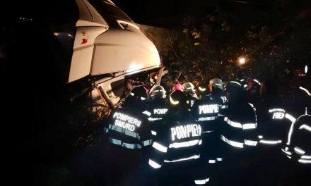 GALERIE FOTO. Accident grav în judeţul Ialomiţa: 10 persoane au murit şi opt au fost rănite.