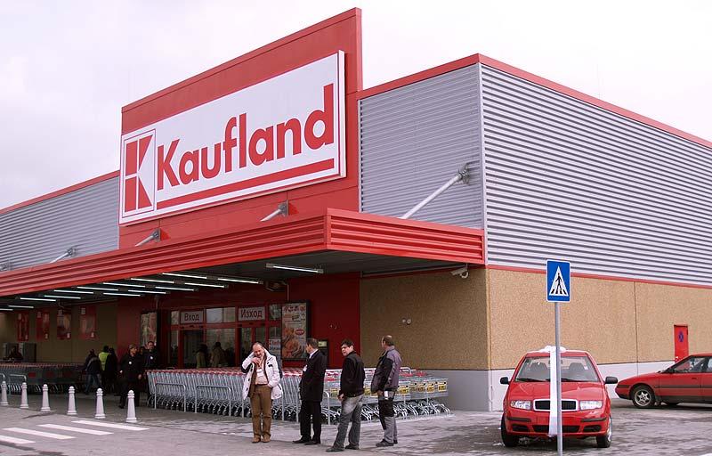 Kaufland va taxa clienții pentru pungile de la raionul legume-fructe