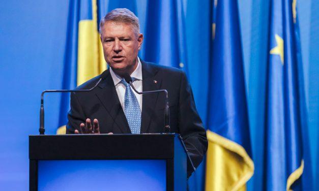 Iohannis retrage decorațiile persoanelor cu condamnări penale, inclusiv lui Adrian Năstase