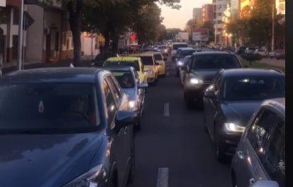 VIDEO / Cum a paralizat Primăria traficul rutier în jumătate de oraș. De la Delfinariu până la Capitol, 30 de minute