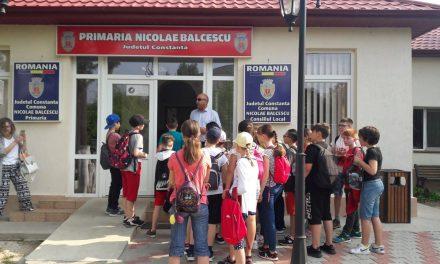 """Asociația Elevilor își cere scuze față de Primăria Nicolae Bălcescu și renunță la proces. """"Bursele au fost plătite. A fost o eroare tehnică pe care ne-o asumăm"""""""