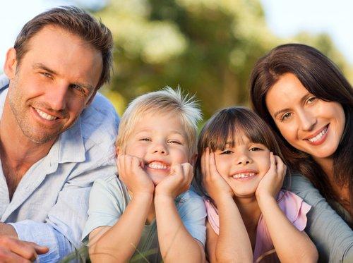Tinerii căsătoriți primesc împrumut 33.000 dolari. Dacă fac 3 copii se șterge datoria. Plus 8.000 euro pentru mașină de 7 locuri. Măsurile, adoptate de guvernul ungar pentru creșterea natalității