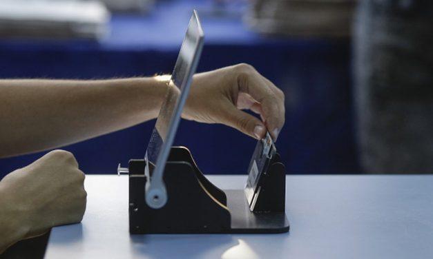 """Operatorii de calculator din secțiile de votare nu-și poat lua zilele libere plătite. AEP le-a eliberat adeverințe fără """"acoperire"""""""