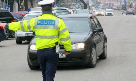 Deghizat în polițist, dotat cu acte false și girofar, un tânăr a oprit mai multe mașini în trafic
