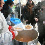 """De Ziua Dobrogei, Primăria dă o """"pomană"""" cu tochitură și plăcinte pentru pensionari"""