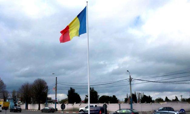 Primăria decorează Constanța cu 14 steaguri tricolore în intersecțiile principale