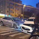 FOTO. Accident cu trei mașini în sensul de la Eliberării. O șoferiță nu a acordat prioritate