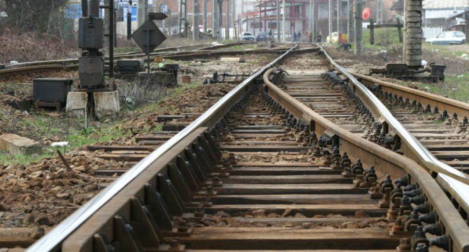 O elevă s-a pus în fața trenului din cauza unei note mici la matematică