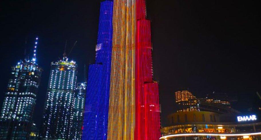Imagine virală. Cea mai înaltă clădire din lume, luminată în culorile steagului României, de Ziua Națională