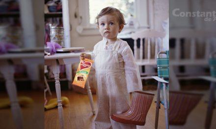 Mămică dată afară dintr-un grup Facebook. În poza de Moș Nicolae, copilul ei apare doar cu o ciocolată