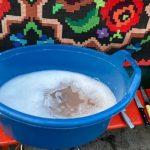 VIDEO. Ustensile spălate la lighean, gătit la trotuar și 300 kg de alimente retrase de la Târgul de Crăciun