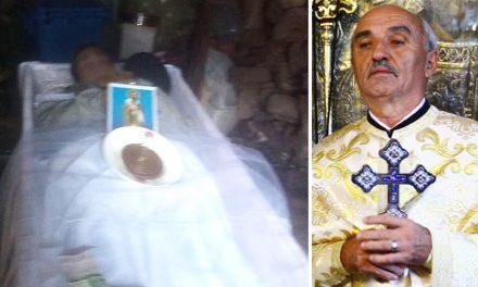FOTO. Preotul unei comune a ținut doi morți în magazia de lemne, pentru că erau săraci