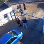 VIDEO. Scandal la parcul auto de mașini ridicate. Un bărbat băut a încercat să fugă cu mașina fără să plătească tarifele