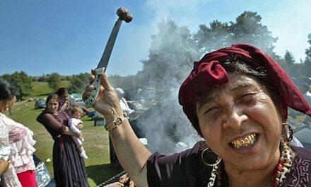 Pedepse cu închisoarea pentru acțiuni de ură împotriva romilor. A fost adoptat proiectul privind combaterea antițigănismului