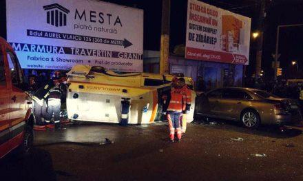 VIDEO. Patru răniți într-un accident cu o ambulanță în intersecția de la CET