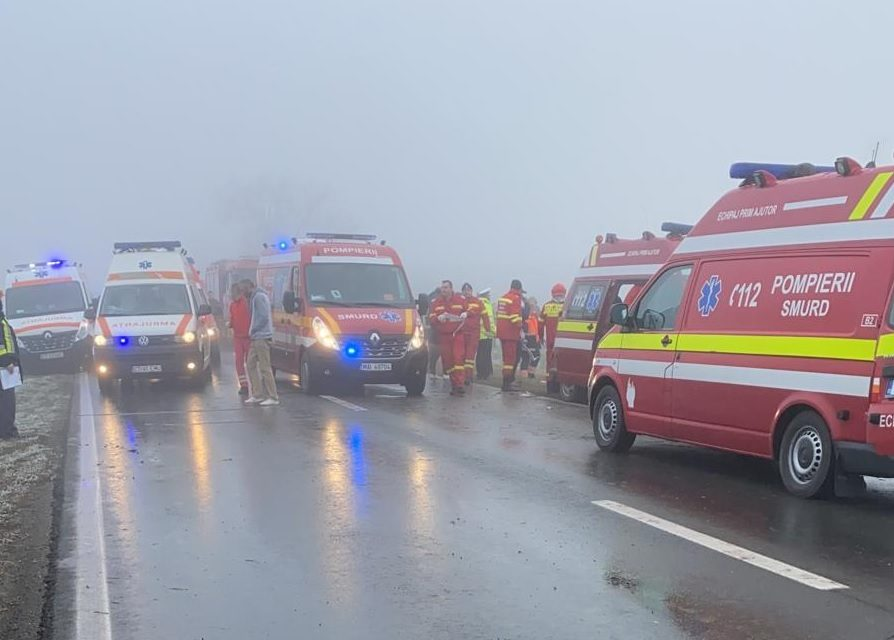 Grav accident în Topraisar. Două persoane au murit strivite sub microbuz, alte șase sunt rănite
