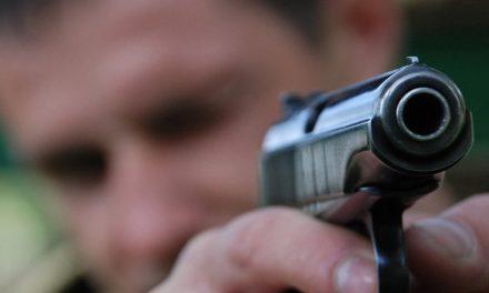 Un polițist și-a amenințat colegii cu pistolul chiar în sediul Poliției