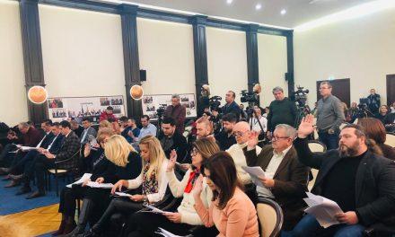 """Cum a tocat Făgădău 500.000 euro pentru a le da pensionarilor câte 10 lei. PNL: """"Le-ar fi mai util un spital modern sau un parc decât 10 lei"""""""