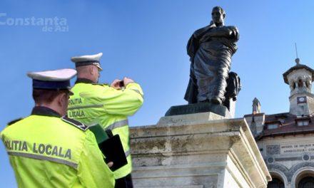 Crezând că e un cerșetor încăpățânat, doi polițiști locali au amendat statuia lui Ovidius