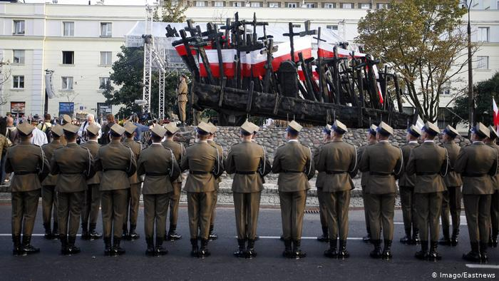 Fără precedent! Guvernul Poloniei degradează toți ofițerii din perioada comunistă la gradul de soldat