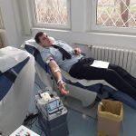 Alex, băiatul care a căzut de la etajul 2 al Liceului Călinescu, va fi operat din nou. Pompierii au donat sânge pentru el