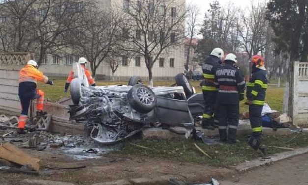 VIDEO ȘOCANT / Un BMW se face praf după o depășire. Doi tineri au murit