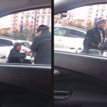 VIDEO. Un cerșetor se ridică din scaunul cu rotile și amenință un polițist local