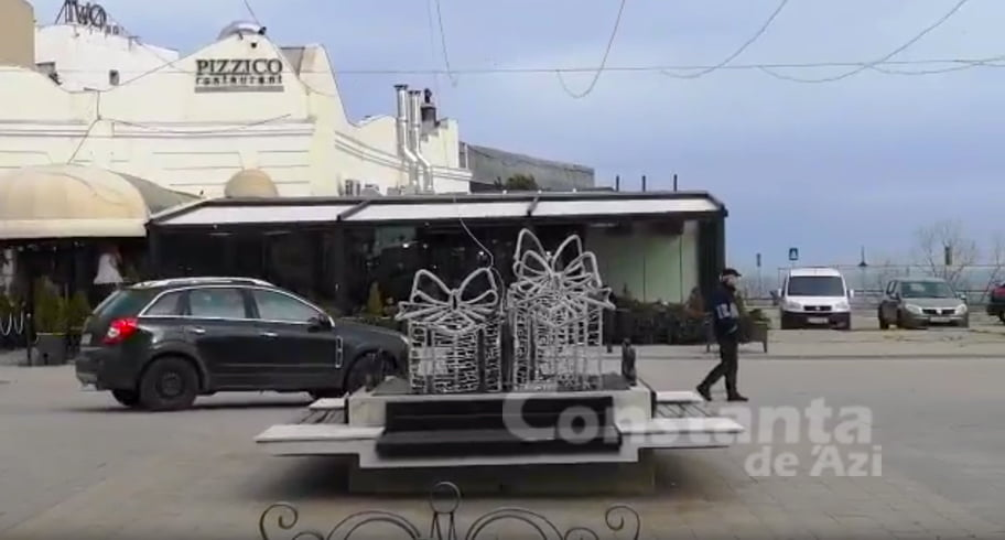VIDEO. Slalom cu mașina printre pietonii din Piața Ovidiu