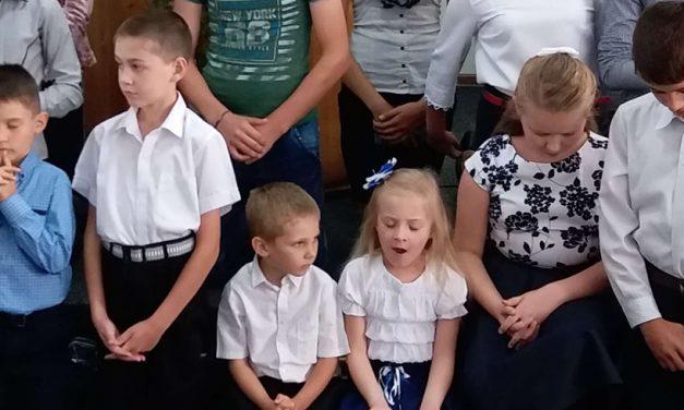 """Ministerul Educației: """"Participarea la rugăciunea de la început de an școlar nu este obligatorie"""""""