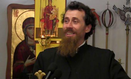 Un preot distribuie fake news și le spune credincioșilor că împărtășania îi apără de coronavirus