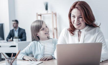 Angajații care au copii mai mici de 8 ani vor avea program flexibil la muncă. Directiva, transmisă de UE