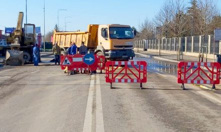 Trafic blocat pe Bulevardul Aurel Vlaicu din cauza unei avarii RAJA