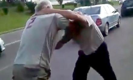 Bărbat aflat în izolare, bătut de un vecin care l-a văzut pe stradă, știind că acesta s-a întros din Italia