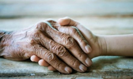 """Povestea unei bunicuțe de 83 de ani abandonată în casă, care a mobilizat o țară întreagă. """"Am terminat tot ce aveam. O pâine îmi luați și mie?"""""""