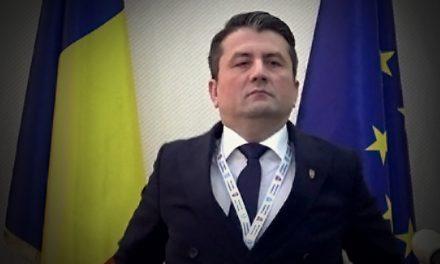 Făgădău nu a fugit doar cu Facebook-ul Primăriei. A încărcat într-un microbuz stâlpișori, borduri de marmură și… echipa de comunicare