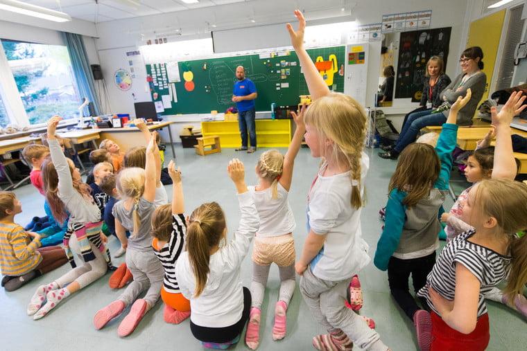"""FOTO / În școlile din Finlanda nu mai există bănci. """"Contează să predai într-o manieră în care elevii merg dincolo de învățarea informației"""""""